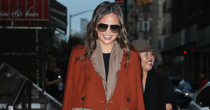 How to Look as Stylish as Chrissy Teigen Does in Skinny Jean