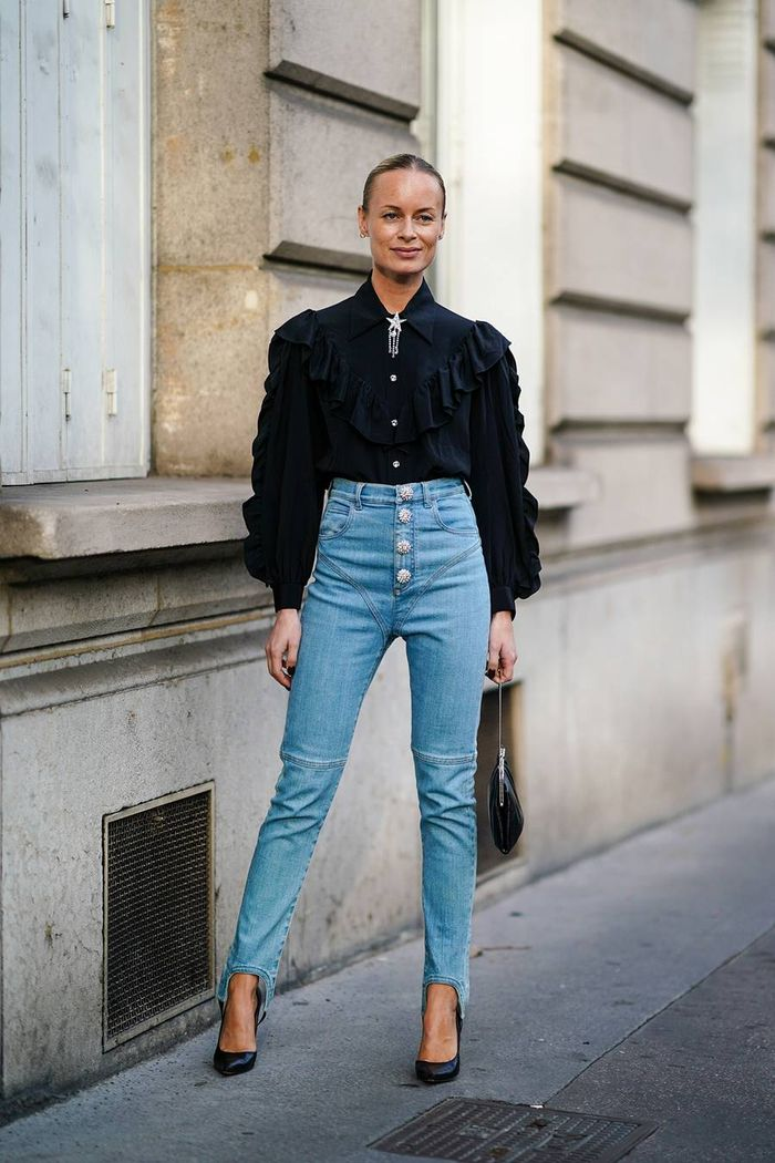 Simple outfit idea with skinny jeans and boots