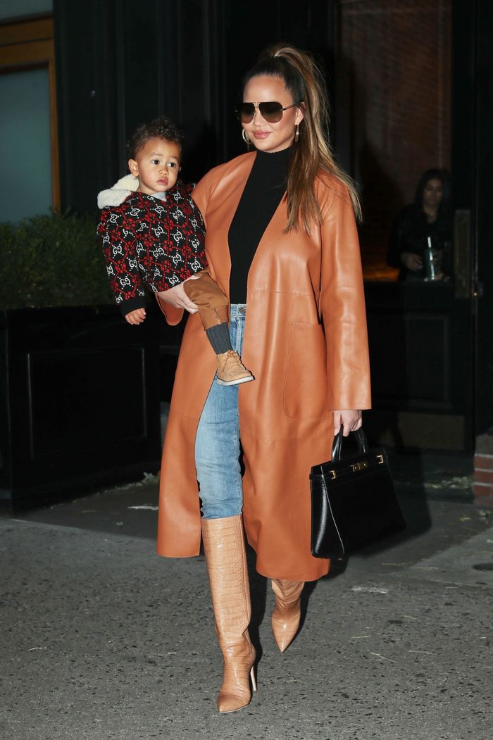 This is How Chrissy Teigen Wears Skinny Jeans