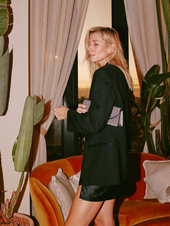 Winter Dressing: Lindsey Holland in black blazer