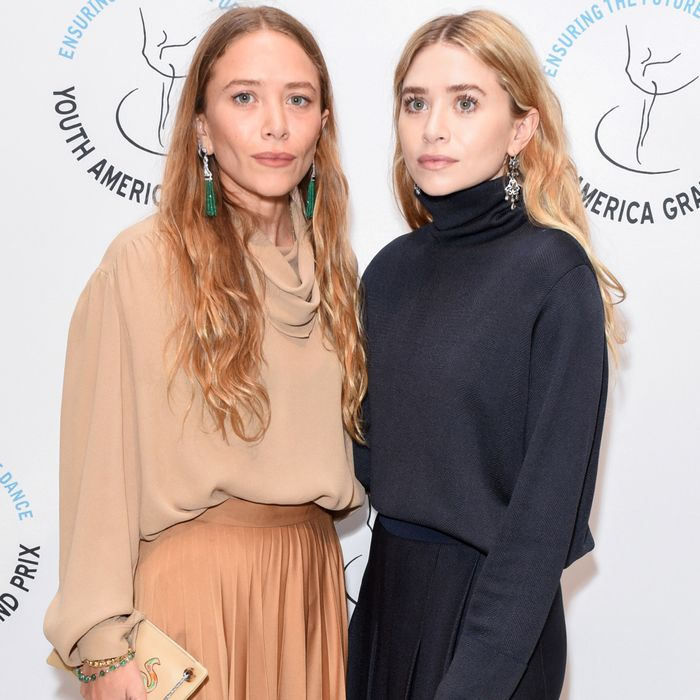 I Studied Mary-Kate and Ashley Olsen Outfits to Find the 5 Basics They Endorse