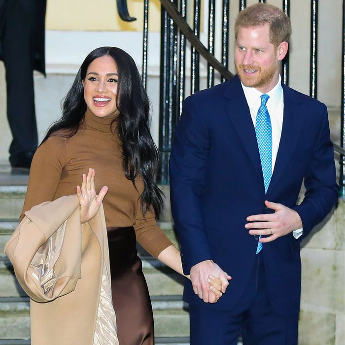 Meghan and Harry to Step Back From Royal Duties and Move Out of UK Part-Time