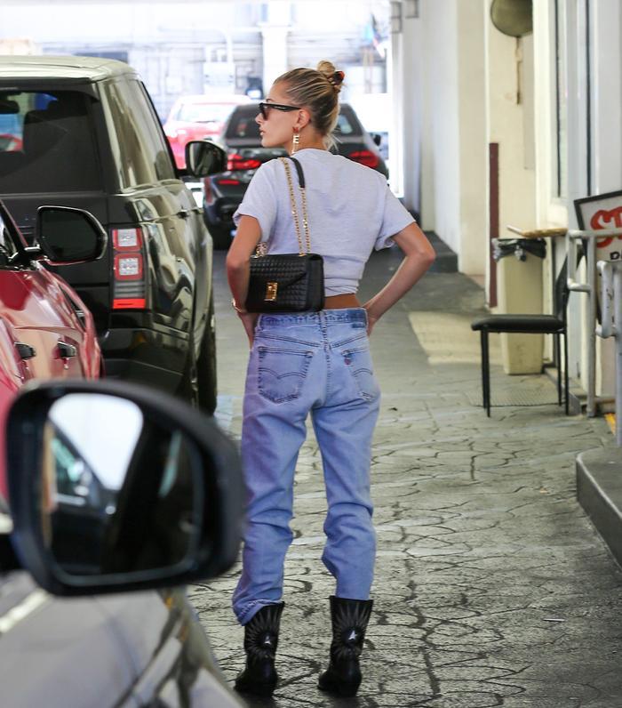 Fashion Girl Hair Accessories: Hailey Bieber in a Claw Hair Clip