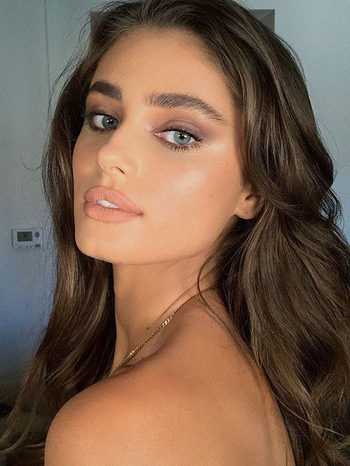 Brow Lamination: Taylor Hill with feathered brows
