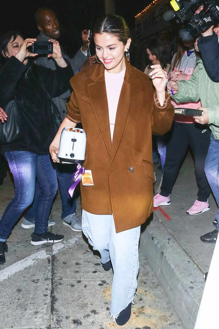 Selena Gomez brown color trend