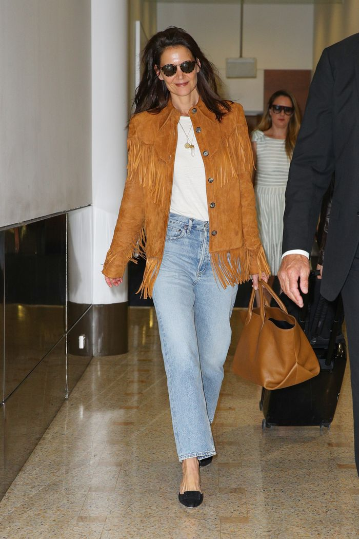 Katie Holmes jeans airport outfit