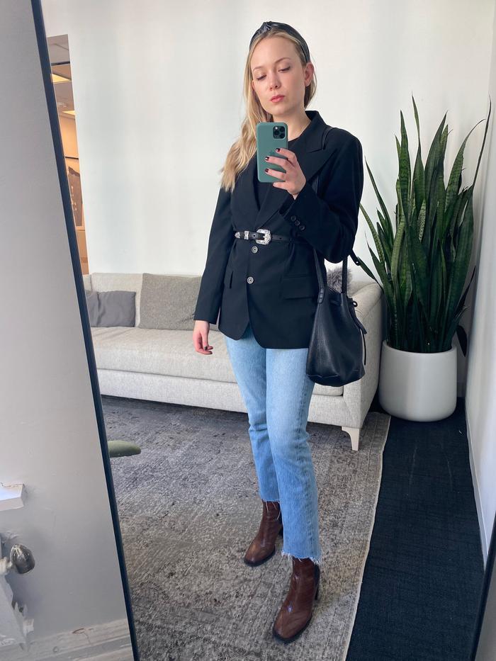 blue jeans black blazer outfit