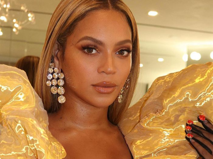 "Why Beyoncé, Reese, and VB Love This Previously ""Unfashionable"" Nail Trend"