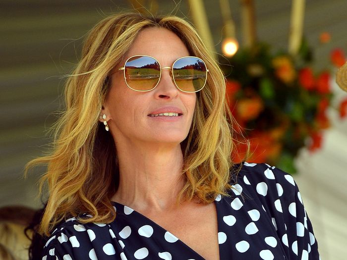 The Main Reason Your Hair Isn't Growing, According to Julia Roberts' Colorist