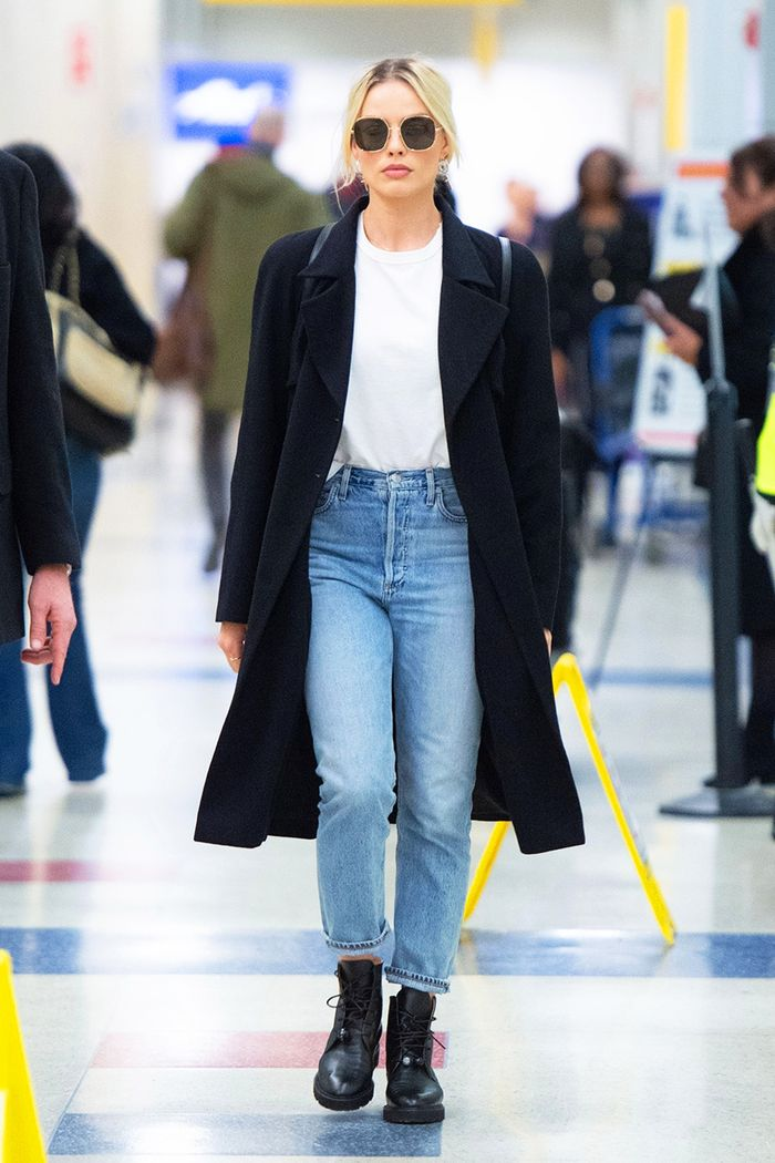 Margot Robbie airport outfit