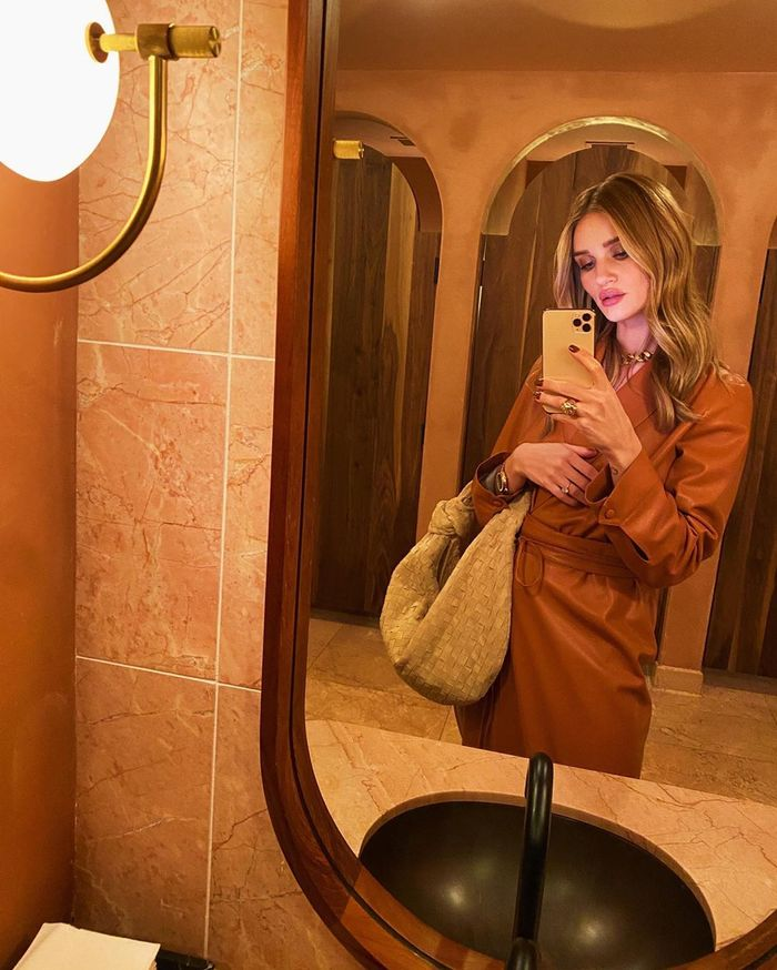 Tangerine color trend: Rosie Huntington-Whiteley