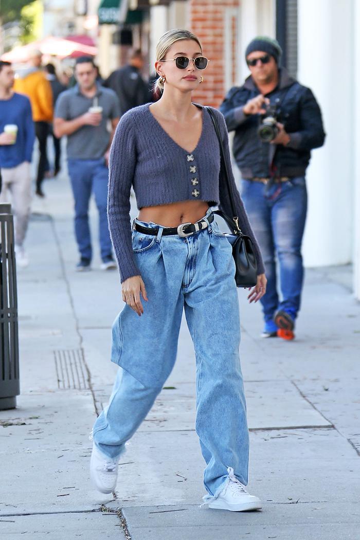 Hailey Bieber baggy jeans