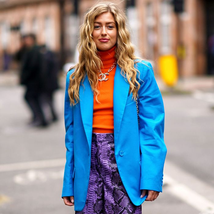 Tips Berbusana: Mix And Match Pakaian Warna Terang