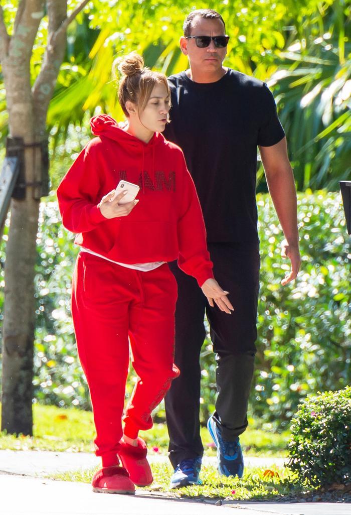 Jennifer Lopez Wears Ugg Slippers With Sweatpants