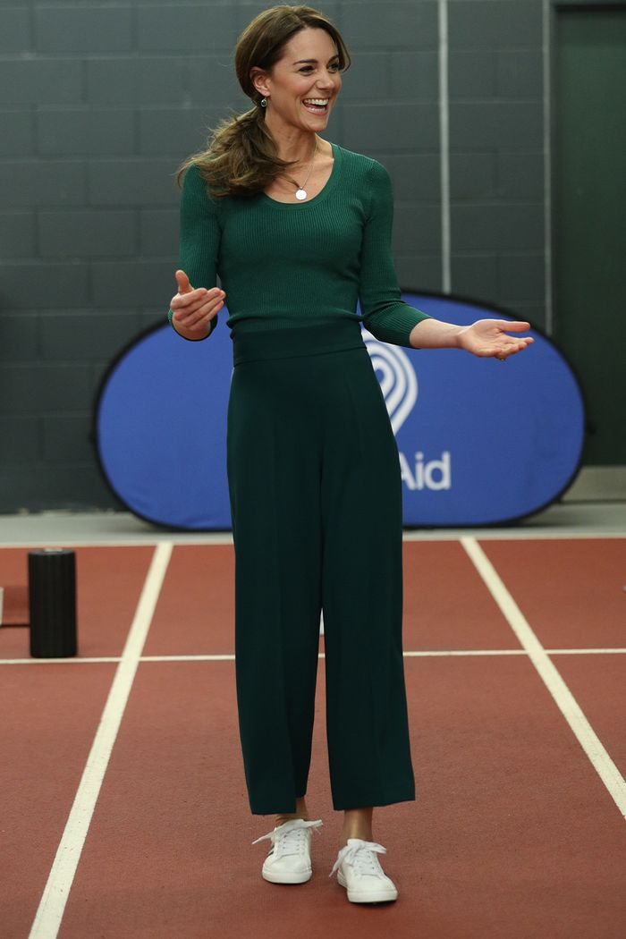 Kate Middleton Steps Out in £30