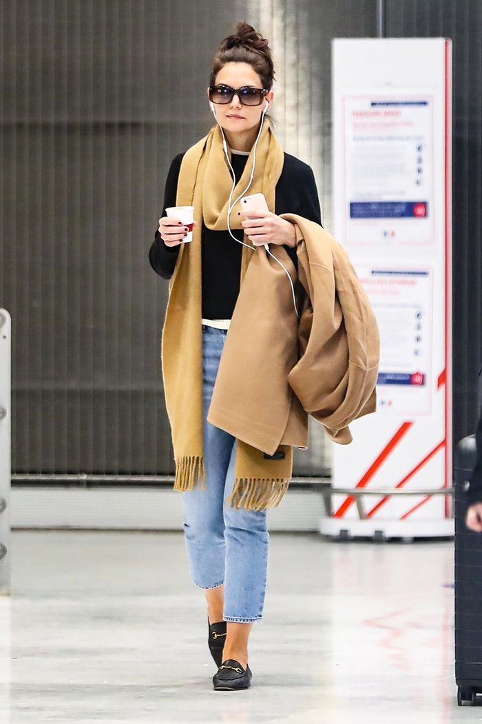 Katie Holmes airport shoes