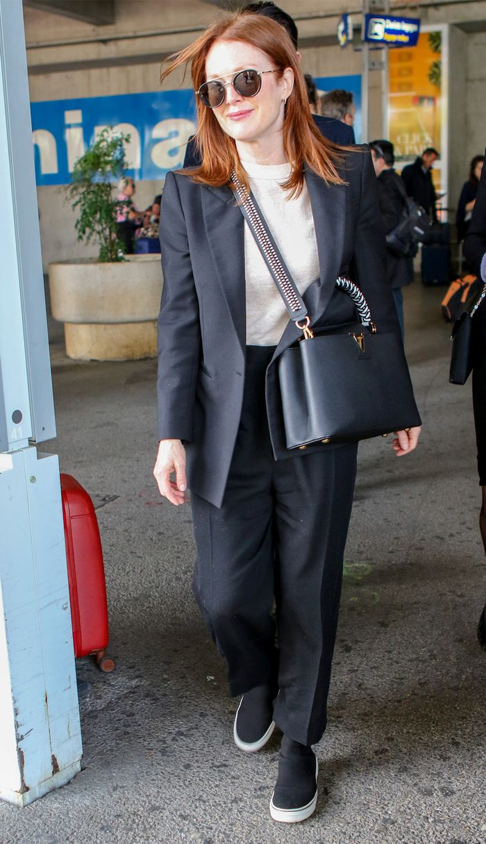 Julianne Moore airport