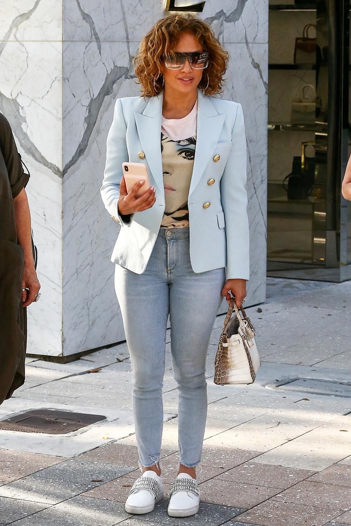 Jennifer Lopez spring skinny-jean outfit