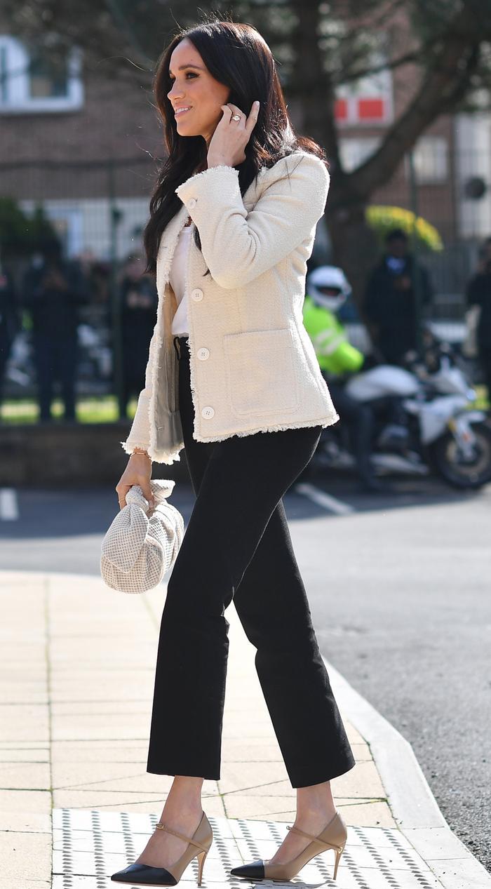 Meghan Markle: White jacket, black trousers and Rejina Pyo bag