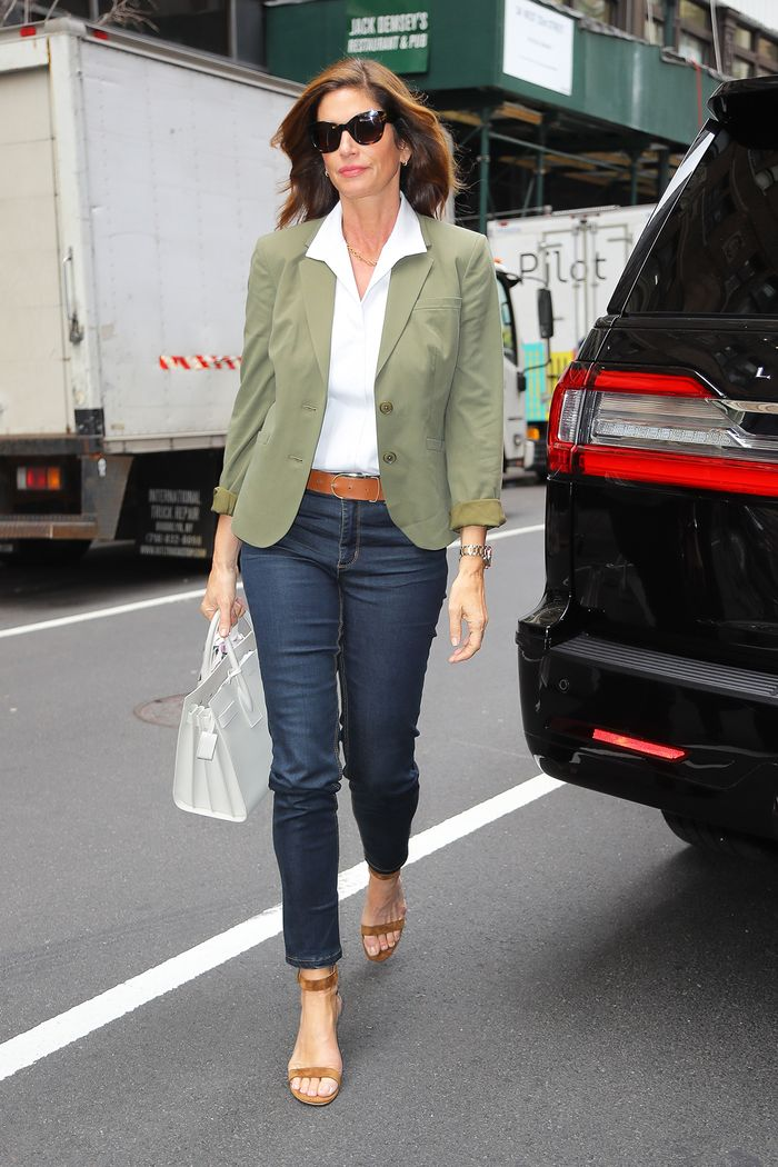Cindy Crawford wearing skinny jeans, a white shirt, and blazer