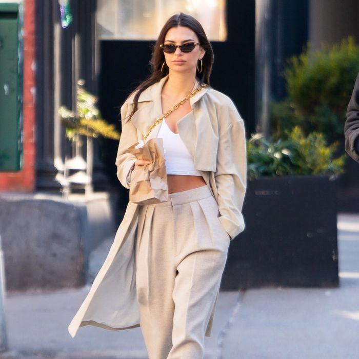Celebrity sneaker outfits that are both simple and chic