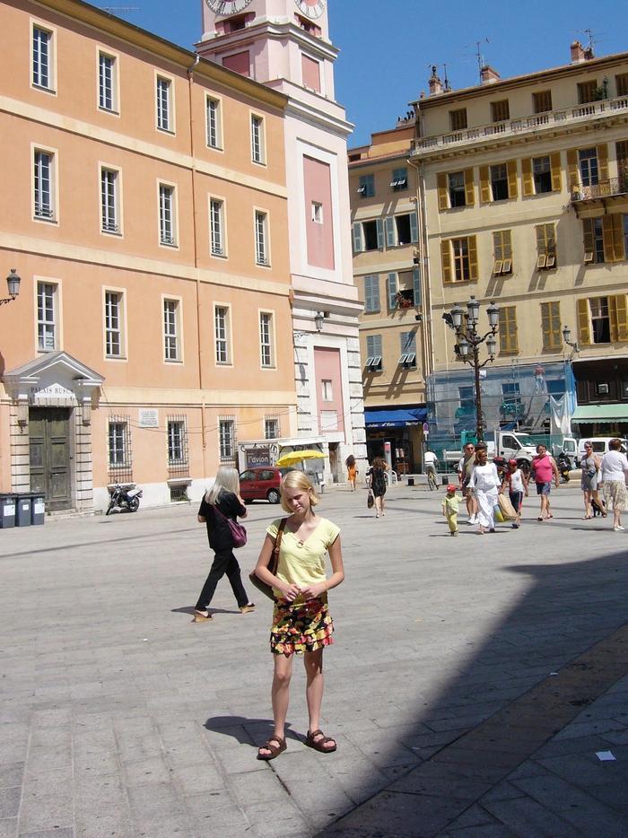 Tiered Skirt Trend: Isabel Mundigo-Moore