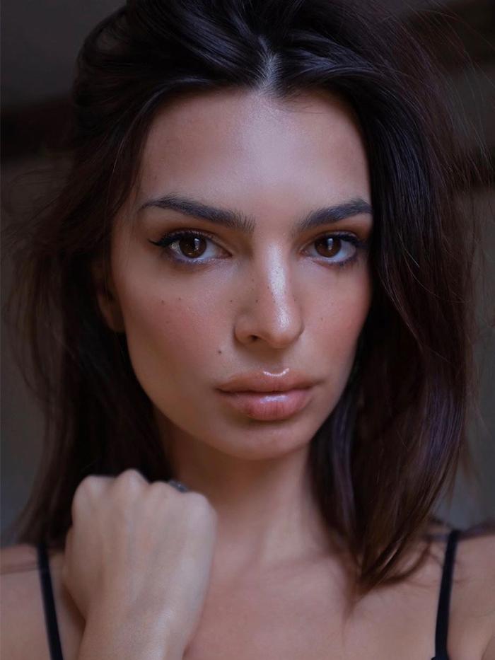 Emily Ratajkowski Skincare Routine: Emily Ratajkowsi selfie