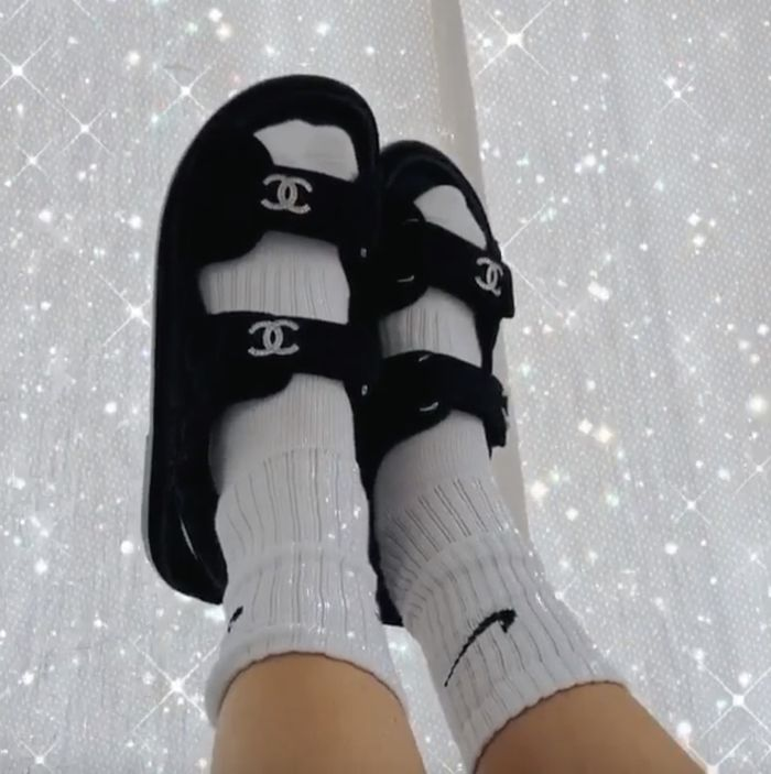 Especificidad Gimnasia Transeúnte  8 Outfits That Prove Nike Socks Are Fashion's Latest It Item | Who What Wear