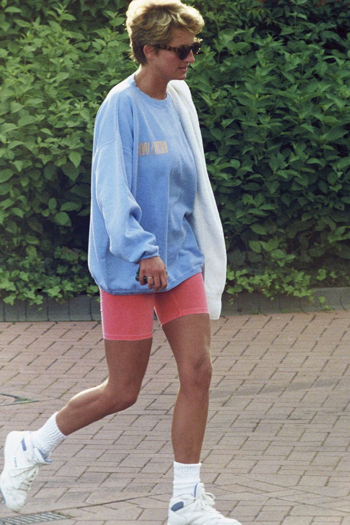 5 Outfits That Prove Princess Diana Was The Ultimate Off Dut Who