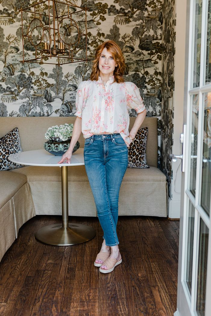 A comfortable skinny jean outfit with a blouse and flats