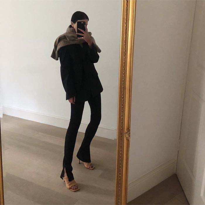 How to wear black leggings and a blazer
