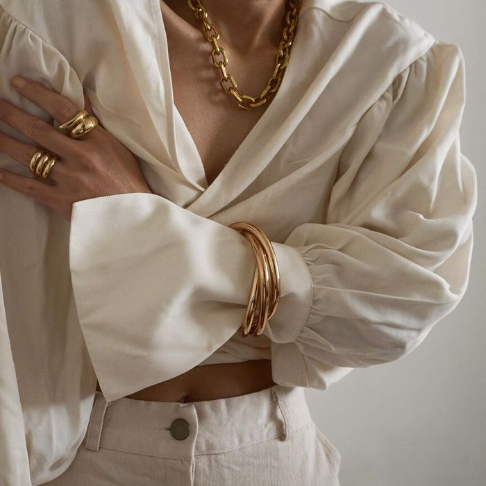 How to wear jewelry over a blouse