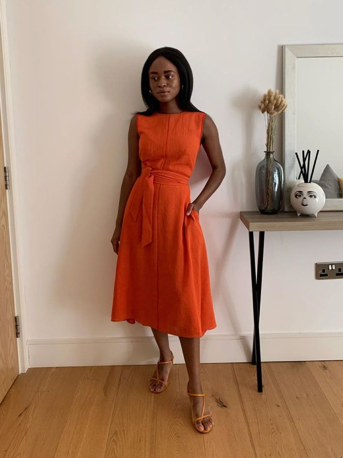 Best Linen Summer Dresses: @eniswardrobe wears a red linen dresss
