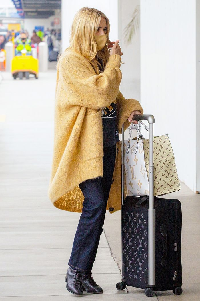 Emma Roberts airport outfit