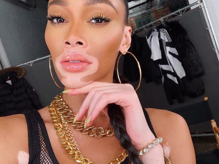 Eyelash Extension Experts Cringe Every Time You Use This Popular Mascara