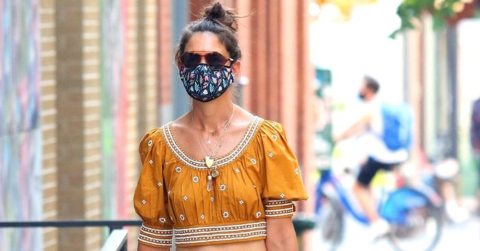 Katie Holmes Wore the Perfect Jeans Outfit For Hot Weather