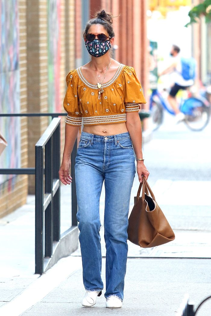 Katie Holmes summer jeans outfit