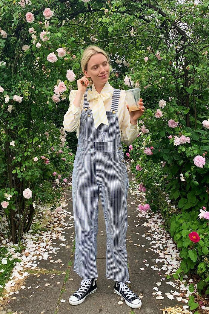 How to wear dungarees