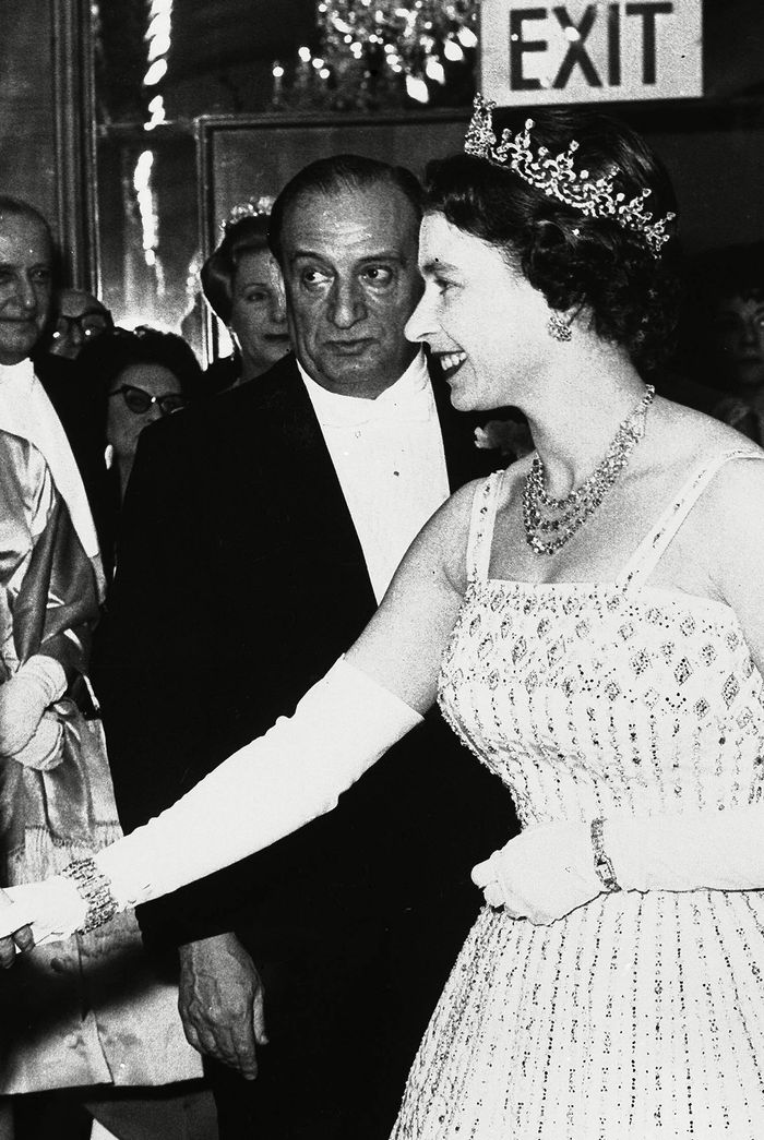 Princess Beatrice Got Married In The Queen S Dress From 1961 Who