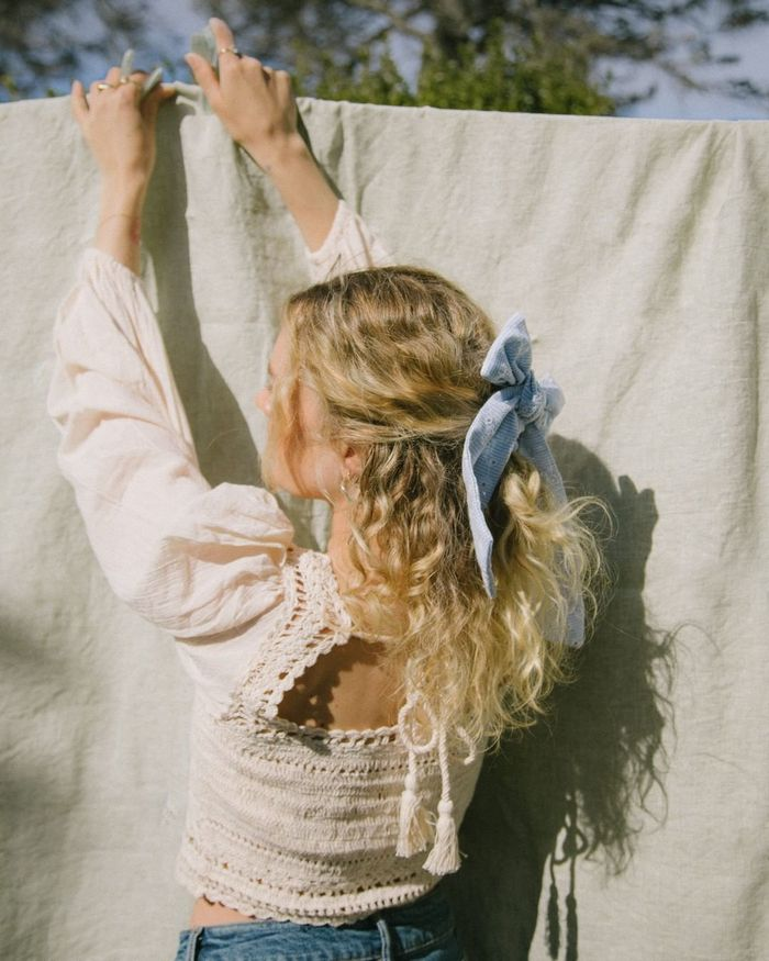 Best Summer Hair Accessories: @isabellath wears a bow barrette