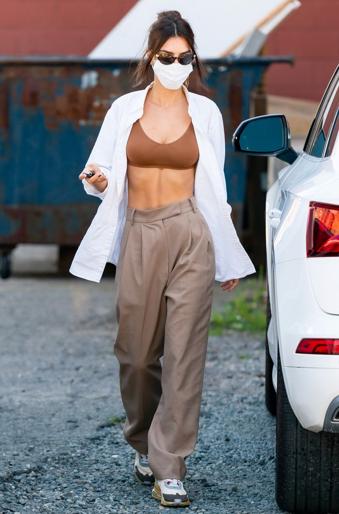 Emily Ratajkowski Wearing a Cheap and Comfortable Bra