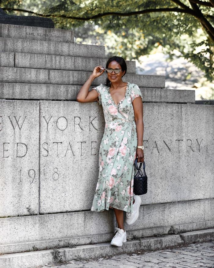 How to wear a midi dress with sneakers