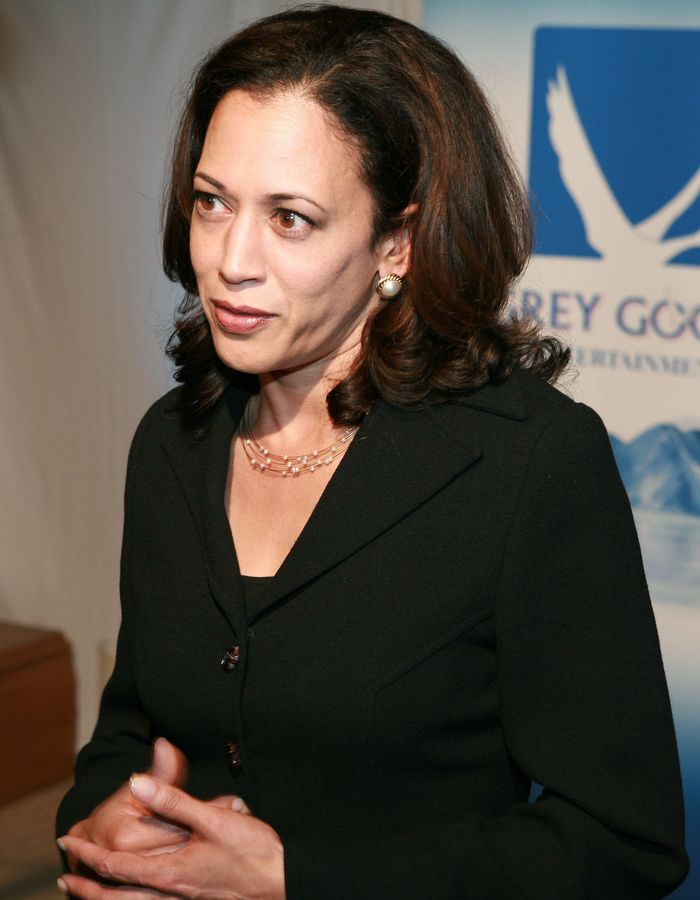 Kamala Harris Has Worn Her Signature Pearls For 35 Years Who What Wear