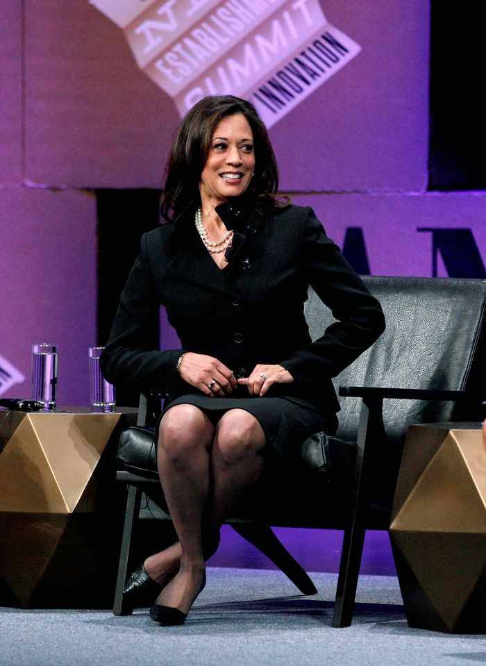 Kamala Harris Has Worn Her Signature Pearls for 35 Years | Who What Wear