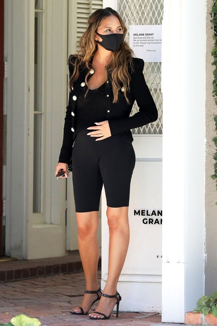 Chrissy Teigen maternity outfit