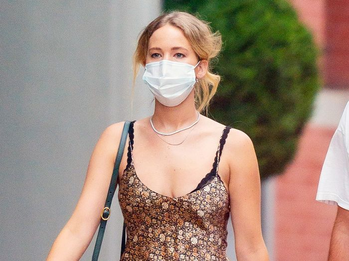 Jennifer Lawrence's Exposed Bra and Sneaker Outfit Is the Ideal Late-Summer Look