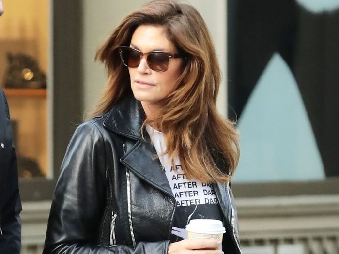 Cindy Crawford's 5 Favorite Jeans Have Over 120 Glowing Reviews