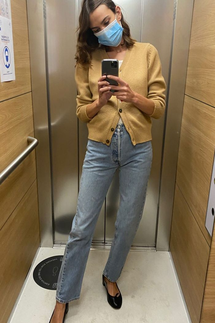 Alexa Chung Autumn Outfits: Cardigan and Jeans