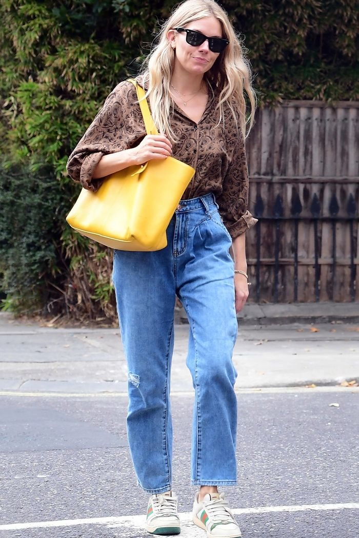Sienna Miller Style: Bagg Jeans and Shirt