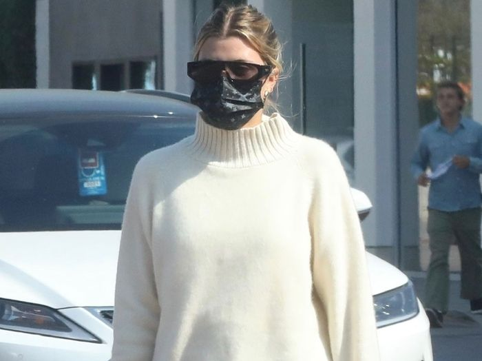 """Sofia Richie Pulled Off the """"No Pants"""" Trend Thanks to Fall's #1 Shoes"""